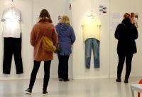 性的暴行の被害者が着ていた服装、ベルギーで展示