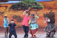中国年越し番組、「黒塗り」女優の寸劇が人種差別的と物議