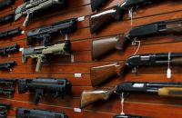 仏スポーツ店オーナーから大量の武器押収、貸し倉庫に作業場も
