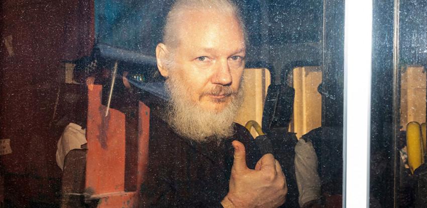 ウィキリークス創設者・ジュリアン・アサンジ逮捕、性的暴行から共謀罪 ...