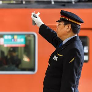 術を繰り出す仙人のよう・・・頻繁に指差し確認する日本の鉄道に驚き、敬服した=中国メディア
