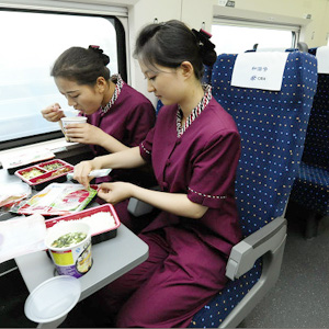 中国の風物詩「列車に漂うカップラーメンの匂い」が高速鉄道では皆無な「リアルな理由」=中国報道