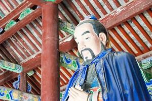 日本の神社を訪れた中国人「どうして中に神様がいなくて鏡しかないの?」=中国メディア