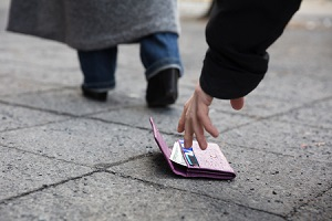 日本では「落とした財布」が返ってくるというのは本当だ! しかも、届けてくれるなんて!=中国メディア