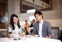 男性がデートで食事を奢った後に「女性に言われてムカついた言葉」3選