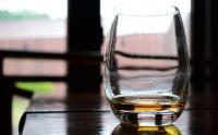 交際経験ない男性、お酒「全く飲まない」が35% モテ男が飲むのは「焼酎」や「ウイスキー」