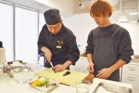 """RIZAPの料理教室で独身男子が""""天ぷら作り""""に挑戦してみた"""