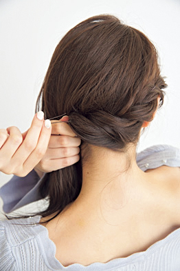 ヘアピン 留め方 上手にアレンジする髪留めの使い方とコツを教えます