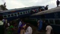 インドで列車脱線事故、100人超死傷