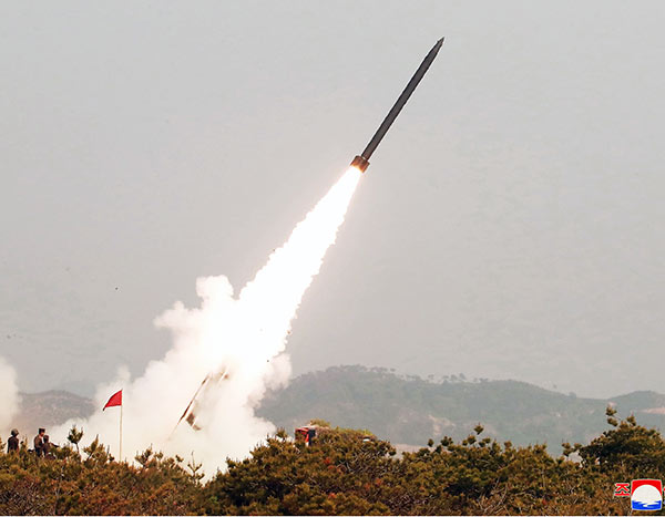 北朝鮮の「新型ミサイル」設計図渡した?文大統領の失策