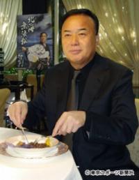 細川たかしが三國シェフの特別料理に舌鼓 新曲キャンペーンに意欲