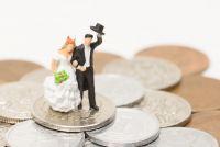 年収600万円男性は「結婚」が先か、それとも「結婚資金の貯金」が先か。