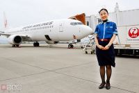 JAL、藍染ブラウスを着用 徳島空港で期間限定 その目的とは