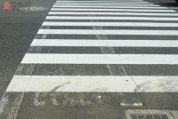 「自転車横断帯」がクルマを惑わせる? 横断歩道に併設のアレ、撤去進むワケ