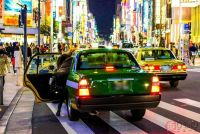 タクシー車内で吐くとどうなるのか 車両は営業できなくなることも… 弁償の必要あり?