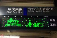 次の列車は「メリークリスマス」!? 中央線茅野駅の発車案内が楽しい! 電車ドット絵も