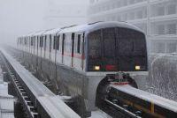 雪の日のモノレール、どう走る? モノレールの方式によっても異なる除雪事情とは