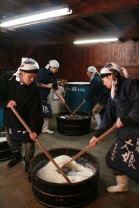 """""""屋外コタツ""""で日本酒約100種を味わえる!「日本酒祭り」2日間限定で開催"""
