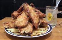 地鶏2キロ山積み「宇宙盛りから揚げ」に、絶品肉丼&厚チャーシュー!肉好き必食の新店