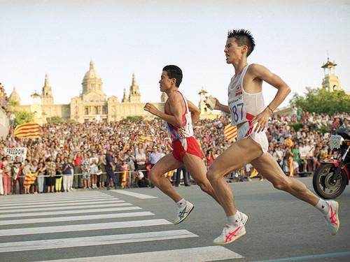 バルセロナ五輪男子マラソン、「こけちゃいました」と壮絶な優勝争い ...