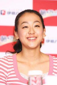貞淑美女タレントの性白書 浅田舞・真央 Gカップ&Dカップとなった巨乳姉妹のぷるぷる下半身(1)