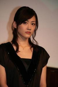 破局? 綾瀬はるかの年内電撃入籍を消した松坂桃李主演ドラマの低迷
