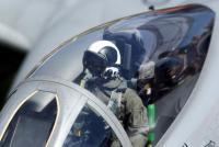 中国女性戦闘機パイロットが事故で殉職、美人トップガンの死に追悼続々