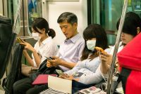 GALAXY NOTE8、LG V30……スマホ新製品続々投入、依存症が深刻化する韓国