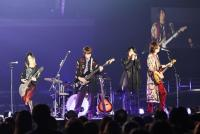GLAY  24万人動員の大型アリーナツアー開幕、ドラマタイアップの新シングル発売をライブ中に発表