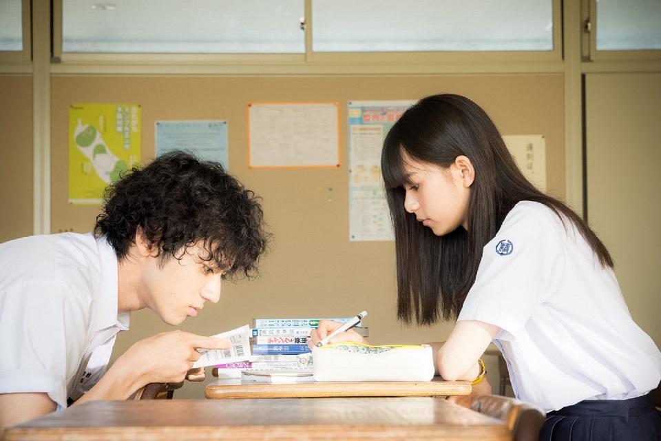 Thinking Dogs、齋藤飛鳥がヒロイン役を務める映画『あの頃、君を追いかけた』主題歌に決定
