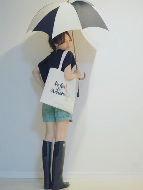 雨の日でもかわいくいられるモテコーデ 梅雨に役立つアイデア