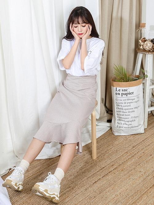 流行りのマーメイドスカートでモテコーデ♡ 裾フリルがかわいい!