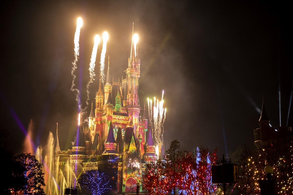 今年の夏は東京ディズニーランド♡ シンデレラ城が光るかわいいグッズも