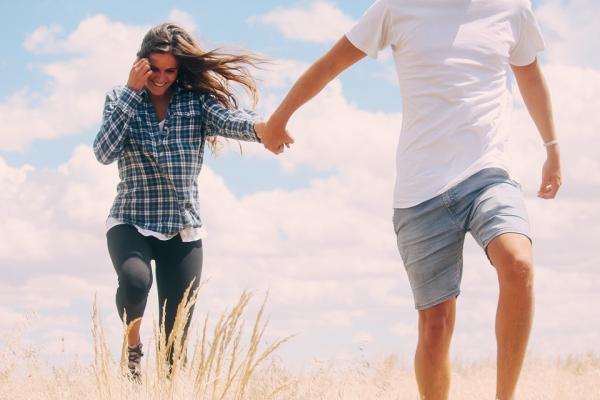 頭痛に肩こり…デート前のトラブルは噛みグセ!?すぐにチェック