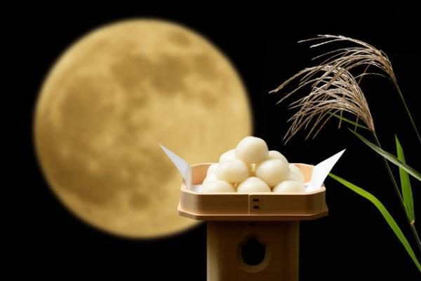 もうすぐ満月!お月見にお団子を食べるのはなぜ?