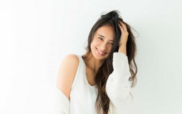 いしだ・にこる数々のファッション誌やランウェイで活躍している人気モデル。金曜ナイトドラマ『サムライせんせい』(今月23日スタート。金曜23:15~、テレビ朝日系)に出演。