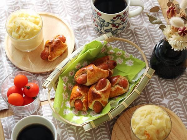 HMで簡単週末朝ごはん、野菜たっぷりケークサレ&ウインナーロール