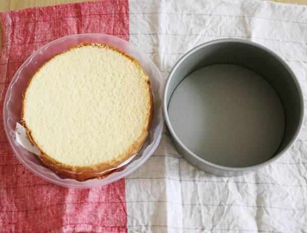 夏生まれさんの誕生日に、混ぜて詰めて乗せるだけ!「簡単アイスケーキ」でお祝いしよう