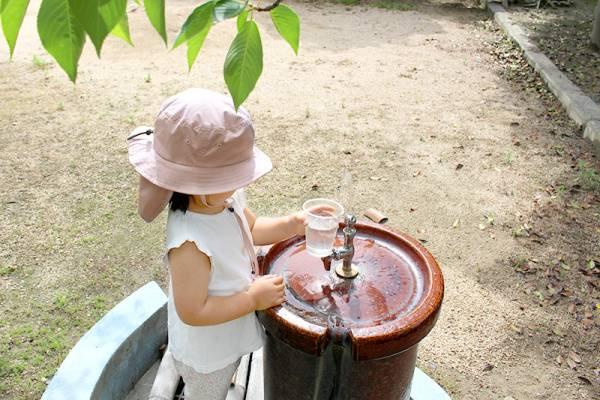 夏キッズの日差し対策に!首元ヒンヤリ「クッカヤプー保冷剤ポケット付き帽子」