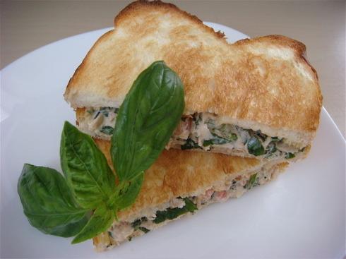 イタリアンな味わい♪「ツナトーストサンド」レシピ