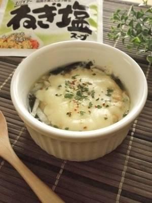 レンチンで簡単!「がんもわかめグラタンスープ」レシピ