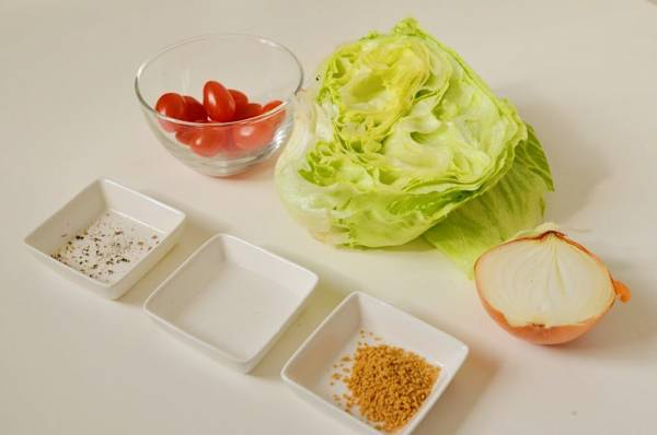 サラダの代わりに!たっぷりレタスの「食べるコンソメスープ」の材料