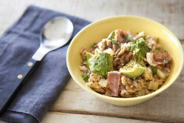ヘルシー&美肌レシピ!簡単おいしい「くるみとアボカドの炊き込みご飯」by:FOOD unit GOCHISOさん