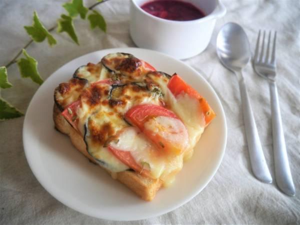 なすが1本余ったら♪トマトとチーズで簡単「モッツアレラトースト」by:池田愛実さん