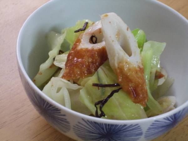 簡単和総菜☆キャベツとちくわの塩昆布和えby:kaana57さん
