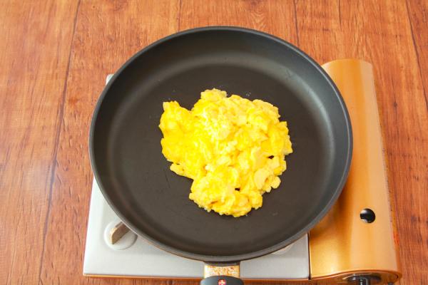 スクランブルエッグを作る