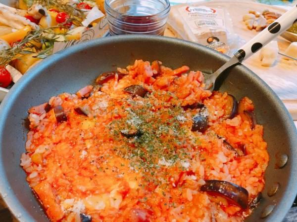 10分でできる絶品朝ごはん!冷やご飯で簡単「トマトチーズリゾット」by:ののママさん