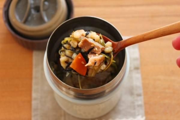 食物繊維たっぷり!「鶏ごまひじきご飯」スープジャー弁当