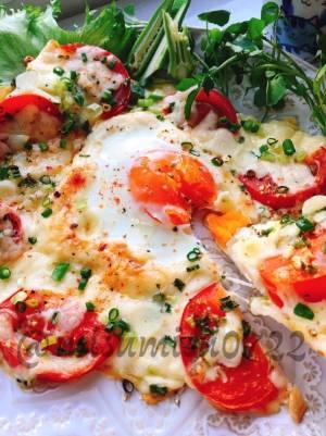 油揚げで簡単ピザ!トマトとにんにくのビスマルク風by:Misuzuさん