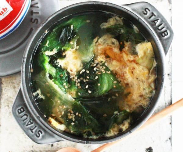 たった5分♪包丁いらずで具だくさん「ワカメとレタスのたまごスープ」by:タラゴン(奥津純子)さん
